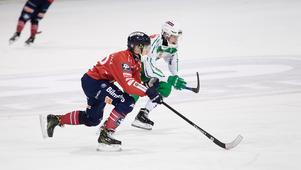Tuomas Määttä bjöd såklart på sin egen bandygodis även i den här hemmamatchen.