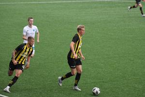 Herman Johansson sköt segermålet. Rasmus Bergström (vänster) gjorde 1–1. Det här var FV:s tionde vinst för säsongen.