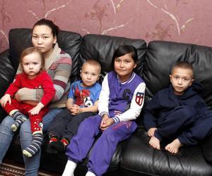 Storasyster Josefin Karlsson med syskonen Emma, ett år, Simon, tre år, Michelle, sju år och Hugo fem år.