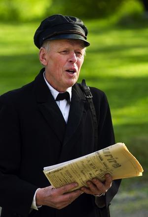 Ridelius blev Lindberg. Olle Ridelius hade intagit rollen av trädgårdsmästare Lindberg år 1917. Lindberg ville införa en allmän planteringsdag på Linnés födelsedag. Idén fick stort gensvar, men den överlevde bara i ett år.