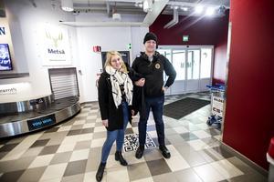 Rebecca Svensson och Jonas Hultén från Göteborg. Ska hälsa på Jonas föräldrarna som bor i Örnsköldsvik.