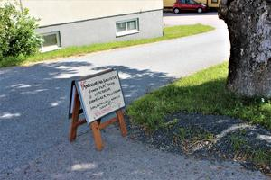 Älmsta Antikvariska Kuriositeter ligger runt hörnet i Pappersstugans källare på Norrtäljevägen 3.