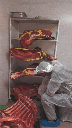Nötköttet blev försett med saluförbudstejp. Foto: Borlänge kommun/miljökontoret