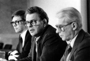 Statsminister Thorbjörn Fälldin, C, (mitten) samt Folkpartiets ledare Ola Ullsten (t. v.) och Moderaternas ledare Gösta Bohman (t. h.) i februari 1981. Foto: Lennart Nygren / SvD / SCANPIX.