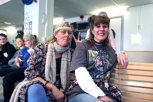 Lärarna Lotta Bergvall och Ana Bjelkman  var båda klädda enligt ett hippietema.