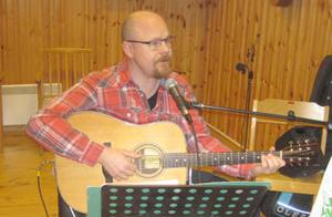 Tomas Engström, från Fagerdal, bjöd på en blandad repertoar. Foto: Karin Haxner