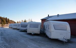 Ett 20-tal föräljningsobjekt brukar som mest trängas i Stöde, strategiskt placerade mellan ett par av medelpadingarnas favoritskidorter utanför landskapsgränsen: Hassela och Vemdalen.