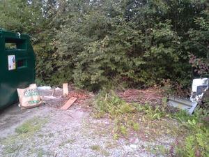 Många blandar ihop återvinning med soptipp. Inte mint vid återvinningsstationen på Gäddesjövägen i Hällefors.