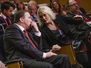 Socialdemokraternas partiledare Stefan Löfven och partisekreterare Lena Rådström Baastad har en opinionsmässig uppförsbacke framför sig.