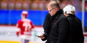 Sportchefen Kent Norberg har intensiva veckor framför sig. En ny trupp för Hockeyallsvenskan måste byggas upp. Bild: Pär Olert/Bildbyrån