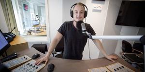 Hugo Wennström från Taxinge är P4 Södertäljes programledare. Sändningarna startar den 8 november klockan 05.59.