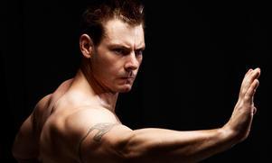 Ända sedan 1996 har Fredrik Yderström lärt ut i kampsport.