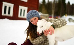 Maria och hunden Rosa.