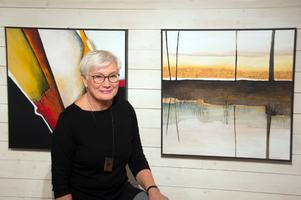 Kerstin Sandström målar helst i akryl, men någon akvarell finns också i utställningen