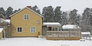 Mästaregatan 12 i Kungsör har bytt ägare för 1 475 000 kronor.