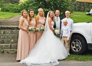 Linda och Peter gifte sig den 8 juli i fjol i Sandviken. Här med barnen Felicia, Emilia, Julia, Joel och Liam. Bild: Privat