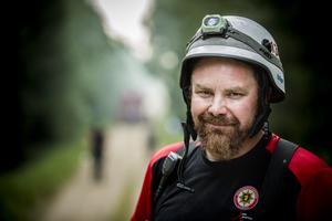 Brandmannen Erik Larsson, Ljusdal, var på plats vid Tovåsbranden och hade kämpat med bränderna i kommunen i flera dygn – men var trots det vid gott mod.