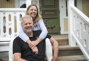 """""""Vi har inte ångrat en dag. Att flytta hit var det bästa vi gjort"""" säger Carina och Bengt Wåhlin."""