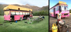 På 70-talet startades researrangören Rosa bussarna samtidigt som Leif Fredriksson med kompisar startade egna dyk- och skidresor med en buss som de själva byggt om. I dag kör Leif turister åt Rosa bussarna över hela världen.