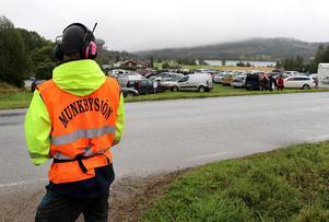 Redan tidigt på morgonen så var åkrarna i Munkbysjön välfyllda med bilar tillhörande årets marknadsbesökare.