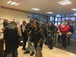 Många hade sökt sig till Roslagsskolan när barnmusikalen Babblarna spelades under lördagen.