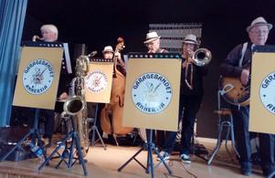 Garagebandet Annersia spelade många goa låtar på vårfesten. Foto: Maj-Britt Rova