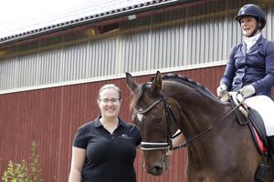 Tävlingsledare Emma Axelsson, här med Regina Fallberg på Askatello.