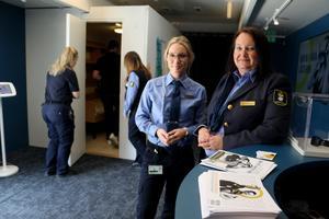Kriminalvårdsinspektör Therese Murstam och klienthandläggare Ulrika Hultman visade på Kumlamässan upp bland annat en autentisk cell.
