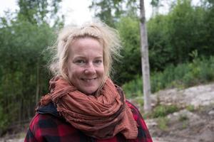 Kajsa Linderholm projektleder samtidigt som hon gör rollerna som Blomhåret och Mamman