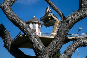 När Led Zepplin sjön om Stairway to heaven var det nog inte Anders Regnanders trädtrappa han hade i åtanke.