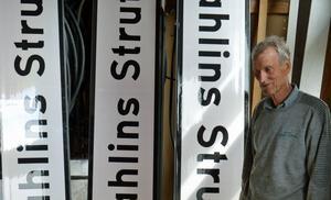 Gunnar Sahlin hoppas att de skyltar som tillverkats får sättas upp. Frågan ligger nu på länsstyrelsens bord.