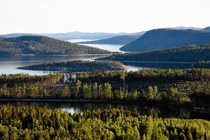Det finns mycket vatten i norra Sverige – och strandskyddet är orättvist mot Norrland, tycker Socialdemokraterna.