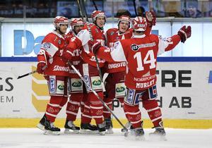Jubel efter att Anton Lander gjort 2-1 mot Djurgården. Ett mål som senare skulle visa sig rädda elitseriekontraktet för Timrå.