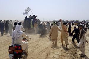 Talibanska supportrar vid gränsen mellan Pakistan och Afghanistan.