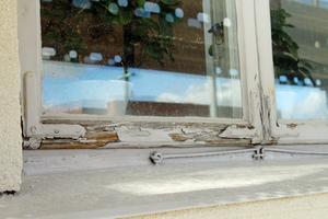 Fönstren på kommunhuset kommer att renoveras under hösten.