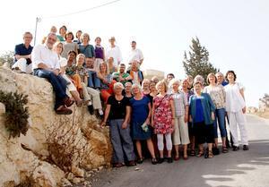 Medlemmarna i Falu Fredskör vill uppmana arrangörerna att överväga att flytta Eurovision Song Contest från Israel, som så uppenbart struntar i grundläggande mänskliga rättigheter. Foto: Privat
