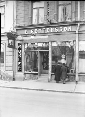 E. Petterssons möbelaffär låg på Nygatan 15 ända till 1960…  Foto: Ateljé Carl Larsson/Länsmuseet