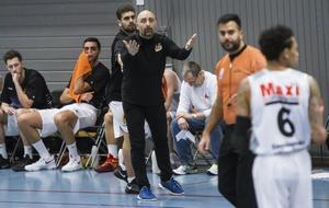 Jotti Nikolaidis, tränare för Köping Basket.