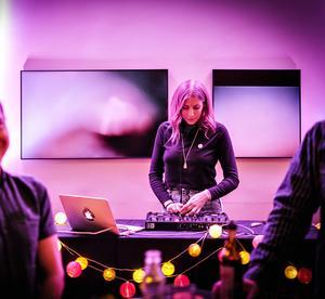 """""""Musik är så kreativt. Jag tröttnar inte"""", säger Celina Dahlgren. Bild: Lia Jacobi."""