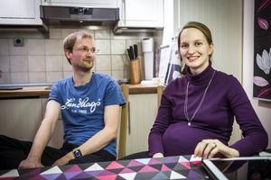Stefan Haller och Britta Andres trivs bra i sitt smarta hem.