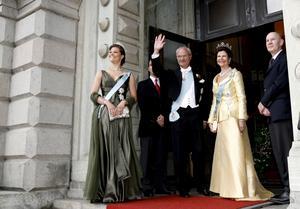 2007. Vid tack-middagen i Malmö i samband med det danska statsbesöket bar Victoria denna mjuka gröna Engsheden-skapelse. Slanka linjer är att räkna med på lördag.