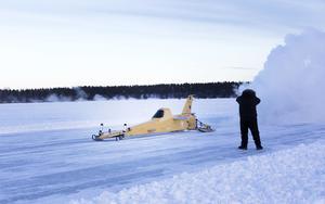 Skymningen började falla innan Kurt Anderson kröp in i förarhytten på Arctic arrow och trampade gaspedalen i botten.