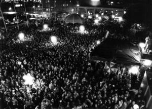 Knökfullt på torget när det var dags för presidenttalet och 1987 års Yra blev en publiksuccé trots regnandet – över 60 000 personer besökte Yranområdet under helgen.