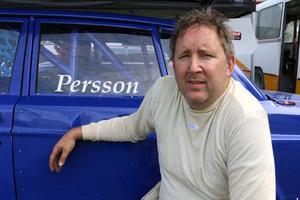 Håkan Persson vid sin folkracebil.