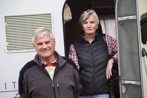 Kaj Öhman och Mary Liabäck har kört husbil från Mullsjö med sikte på Lofoten. Den viktigaste faktorn för att stanna på ett ställe är om det är vackert .