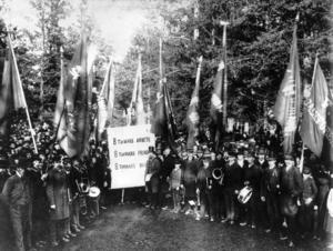 När arbetarrörelsen formerades under andra hälften av 1800-talet, med nykterhets- och bildningsrörelse, var man medveten om att bildning innebar makt. Bilden tagen vid den första majdemonstrationen i Sverige 1890. Den här dagen demonstrerades det i Stockholm och på 21 andra platser i landet.