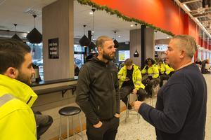 Jonas Berg i samtal med Andreas Haddad, arbetsledare på Telge tillväxt.