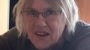 Enligt polisen är Ingrid numera smalare i ansiktet än på bilden. Hon bär inte heller glasögon. Foto: Privat/Polisen