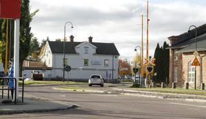På fredag morgon stängs järnvägskorsningen i Vansbro, trafiken genom samhället och vidare, hänvisas över Johannesholm.