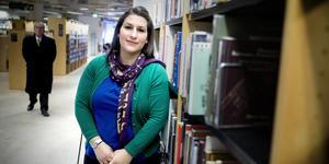 Berolin Deniz känner att hon lever i konsekvenserna av Seyfo. Genom språket och kulturen vill hon bearbeta det kollektiva trauma som folkmordet orsakat, och som burits av flera generationer.